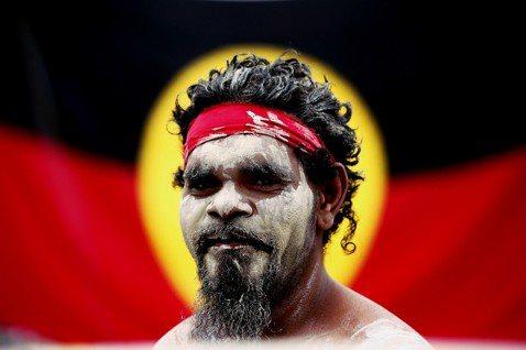 澳洲「原住民旗」(Aboriginal Flag),不屬於原住民共有?澳洲原住民...
