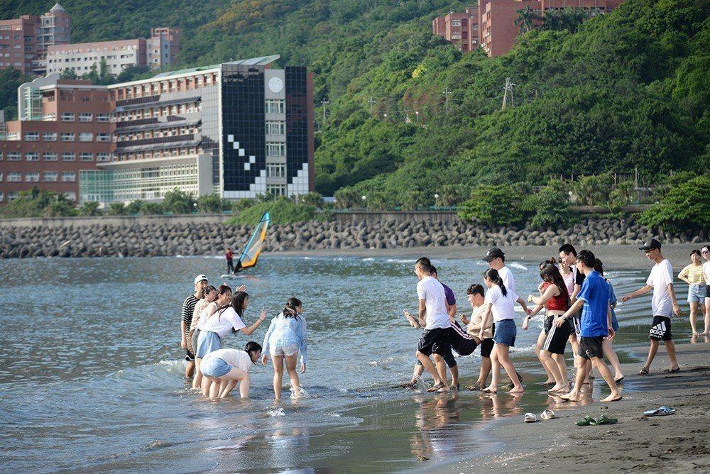 玩水是遊客夏天來高雄的主要活動之一。 (攝影/陳竣庭)