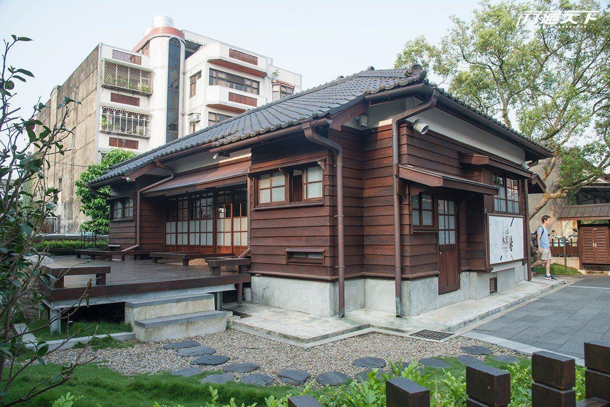 建於1937年的四連棟日式木造房舍,是「大溪人說大溪事」展示空間。