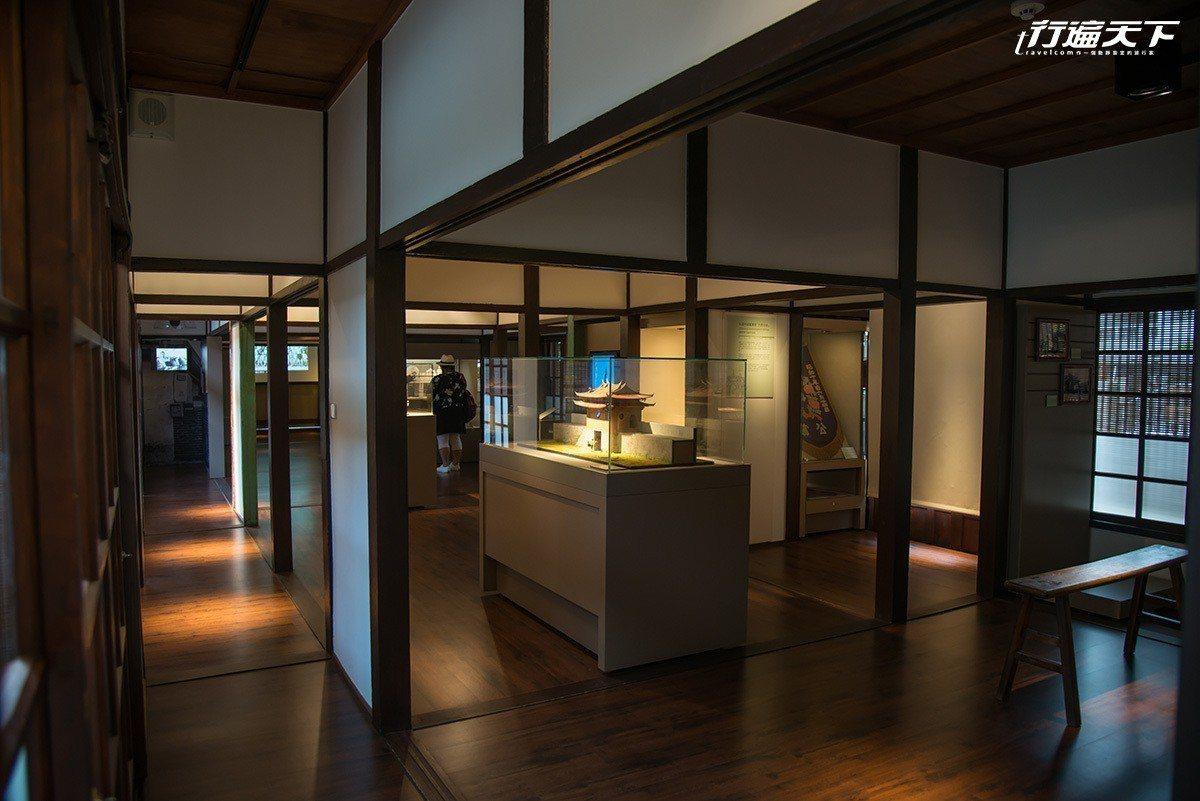 藝師館建於1941年,原為警察宿舍,現正展示和平老街木職人特展。