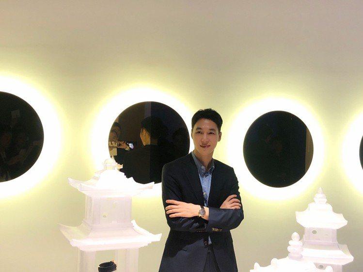 韓國藝術家Teo Yang(梁兌旿)與其創作作品。記者顏甫珉/攝影