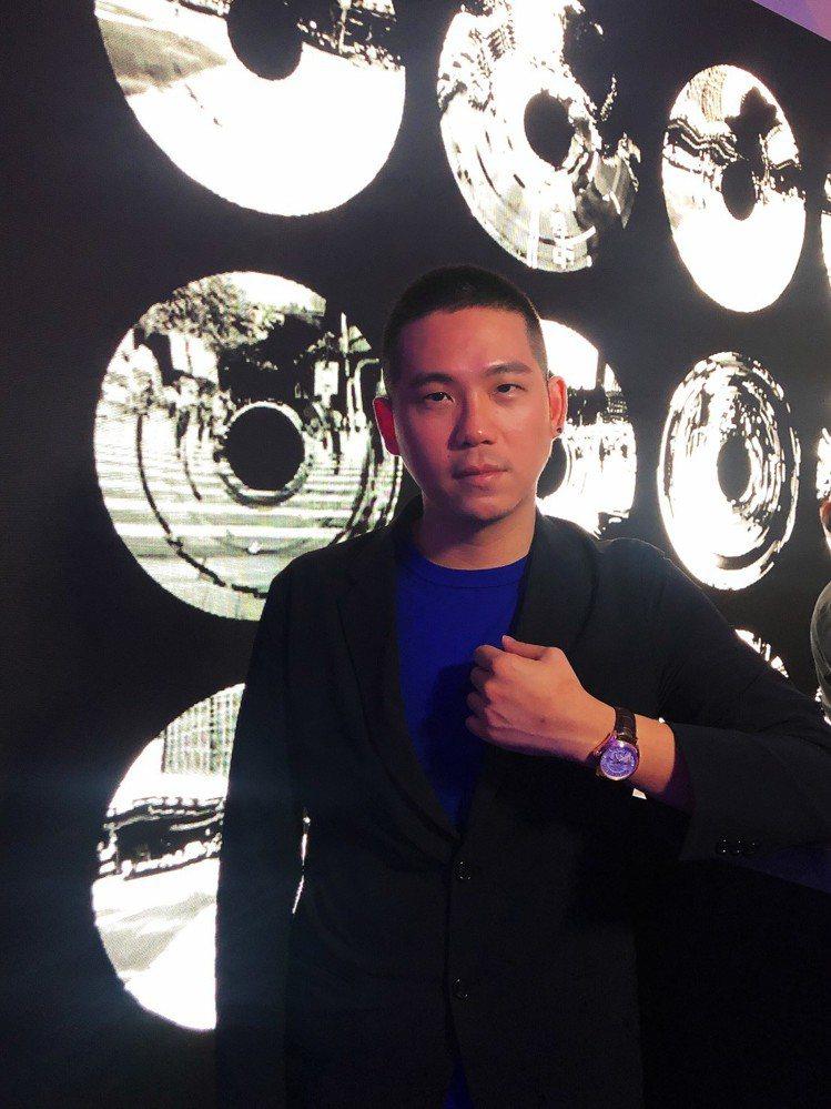 台灣藝術家代表顏伯駿,配戴江詩丹頓Fiftysix系列腕表。記者顏甫珉/攝影