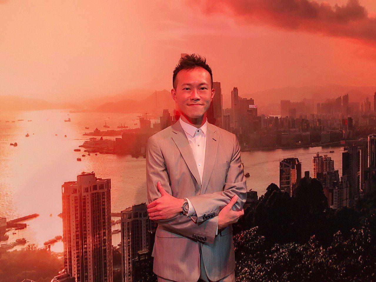 香港建築兼攝影師麥憬淮,配戴江詩丹頓Overseas系列腕表。記者顏甫珉/攝影