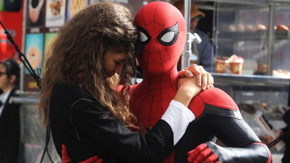 辛蒂亞與湯姆霍蘭德在「蜘蛛人:離家日」更多甜蜜對手戲。圖/摘自imdb