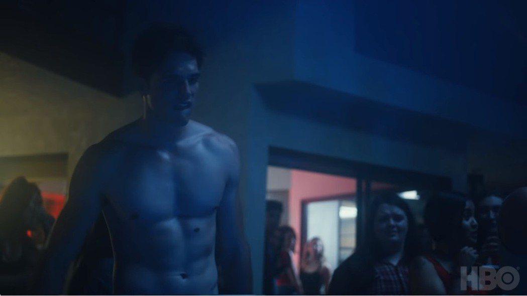 「高校十八禁」年輕男生難逃裸露場面。圖/翻攝自YouTube