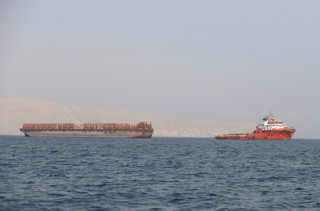 油輪遇襲事件引發市場對供給手組的疑慮,國際油價上漲。  (路透)