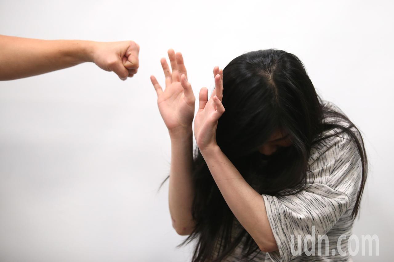 若不幸遭性侵,受害者應盡量穿著原來衣物、別清洗陰道,盡速就醫。示意圖,非新聞當事...