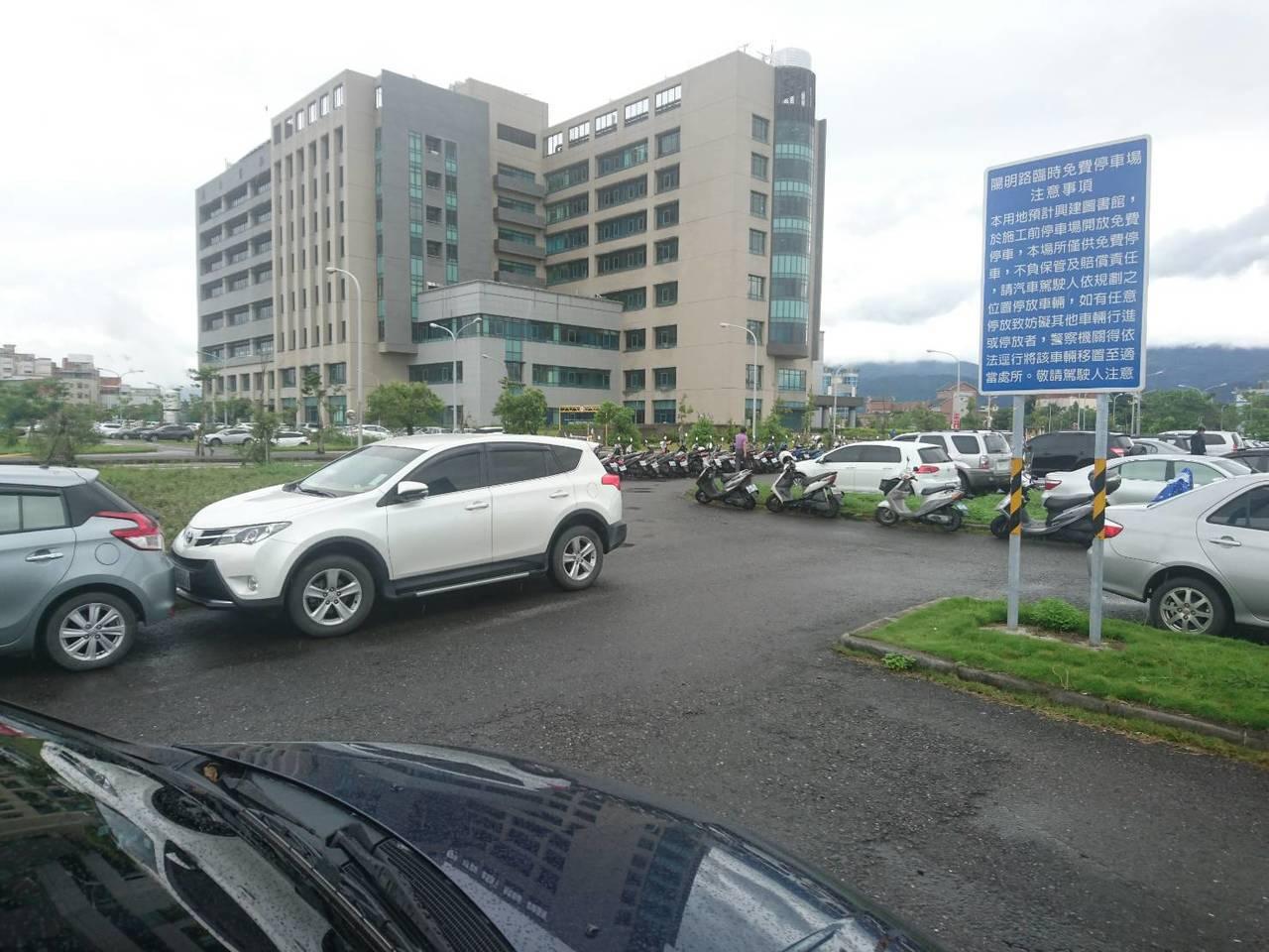 陽明大學附設醫院2期擴建計畫,因施工造成停車數量減少,影響動線及醫療流程,造成醫...