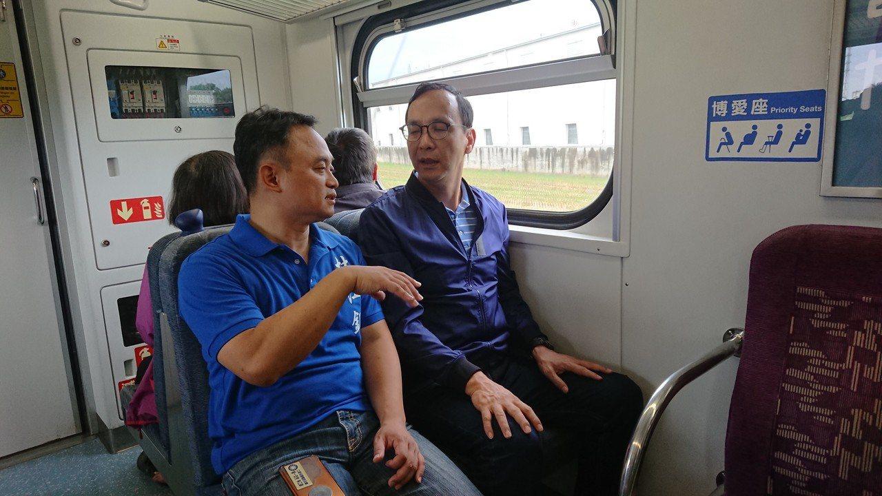 朱立倫今天到嘉義搭乘火車。記者卜敏正/攝影