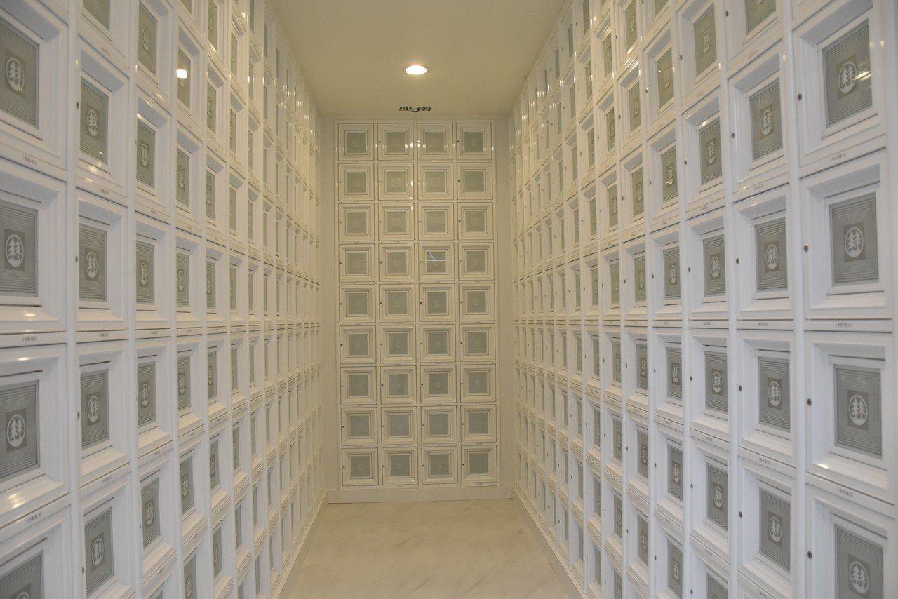 新北市樹林生命紀念館在今天正式啟用,是新北市第19座公立納骨塔,初期將提供5,0...