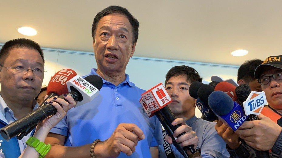 國民黨總統初選參選人郭台銘在台南接受媒體訪問,譴責香港警方,他表示,民主時代不能用武力對付百姓。記者吳淑玲/攝影