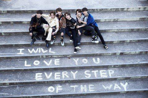 C.T.O為新歌「LOVE YOU」到南韓拍攝MV,導演安排團員仕偉背著女主角轉圈圈,沒想到身材精瘦的他抱起女主角轉3圈後就腿軟,被虧根本是女主角要保護他。「LOVE YOU」MV邀來金曲導演鄺盛掌...