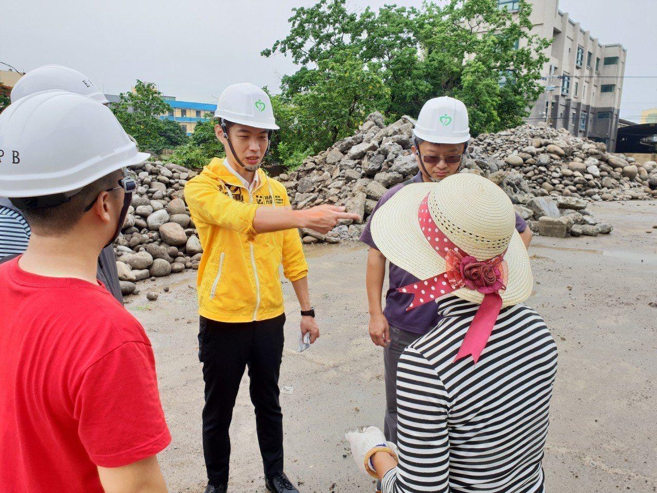 竹南土汙管制場址業者開挖堆置 居民憂廢土揚塵