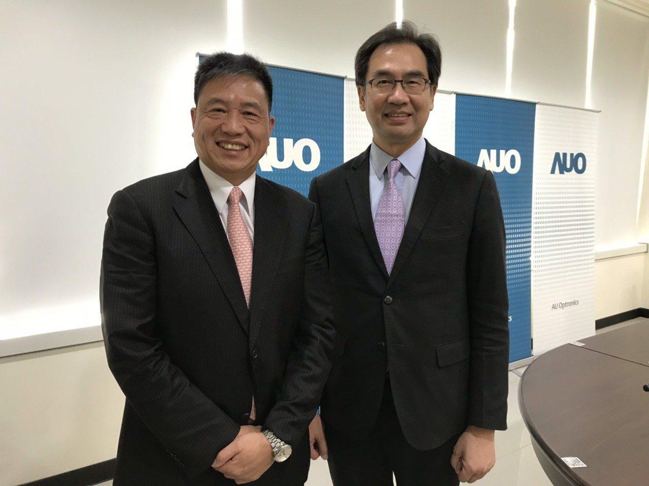 友達董事長彭双浪(左)和總經理蔡國新(右)出席股東常會。記者蔡銘仁/攝影