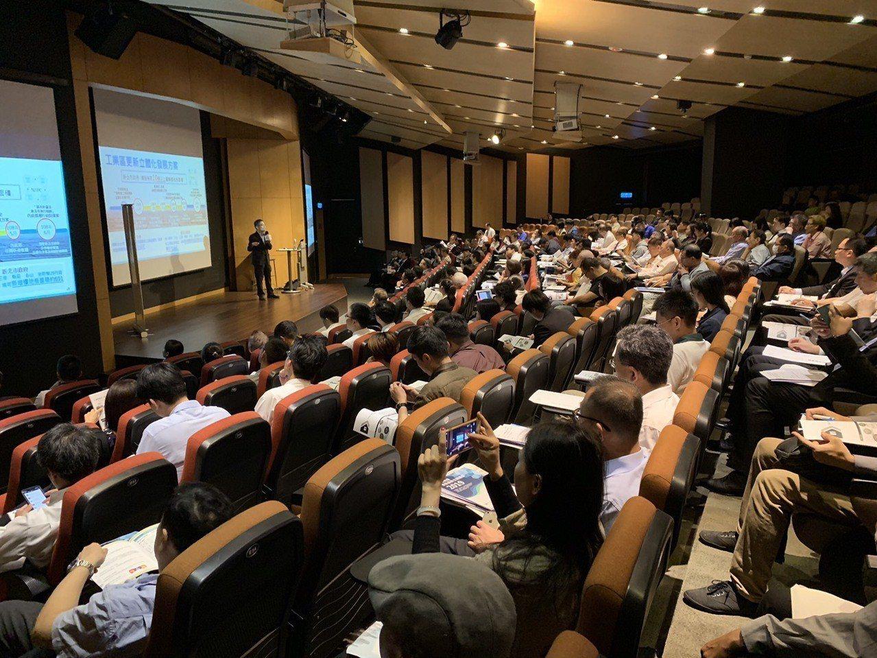 「舊廠房•新進化」主題講座13日圓滿落幕。圖╱信義全球資產提供