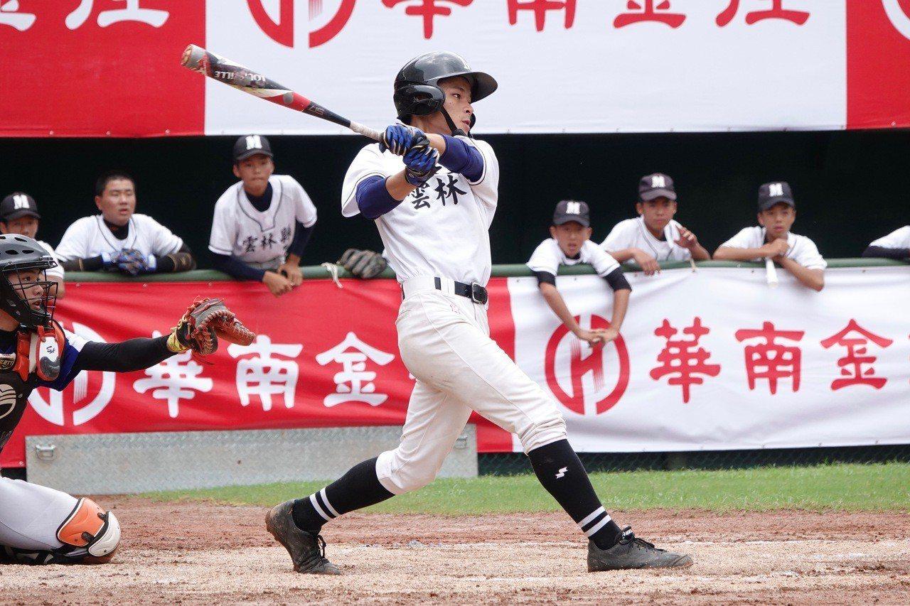 108年華南金控盃全國青少棒錦標賽,雲林縣胡振義安打敲回追平分。記者蘇志畬/攝影