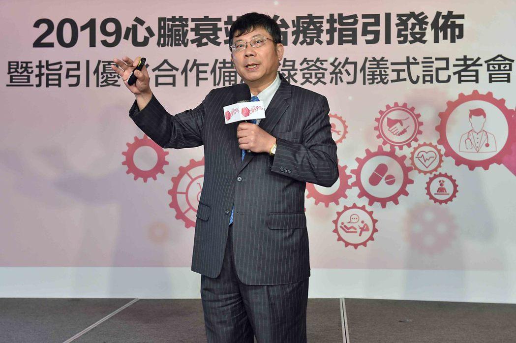 台灣每年七萬多人因心臟衰竭住院,且再住院率偏高,中華民國心臟學會黃瑞仁理事長公布...
