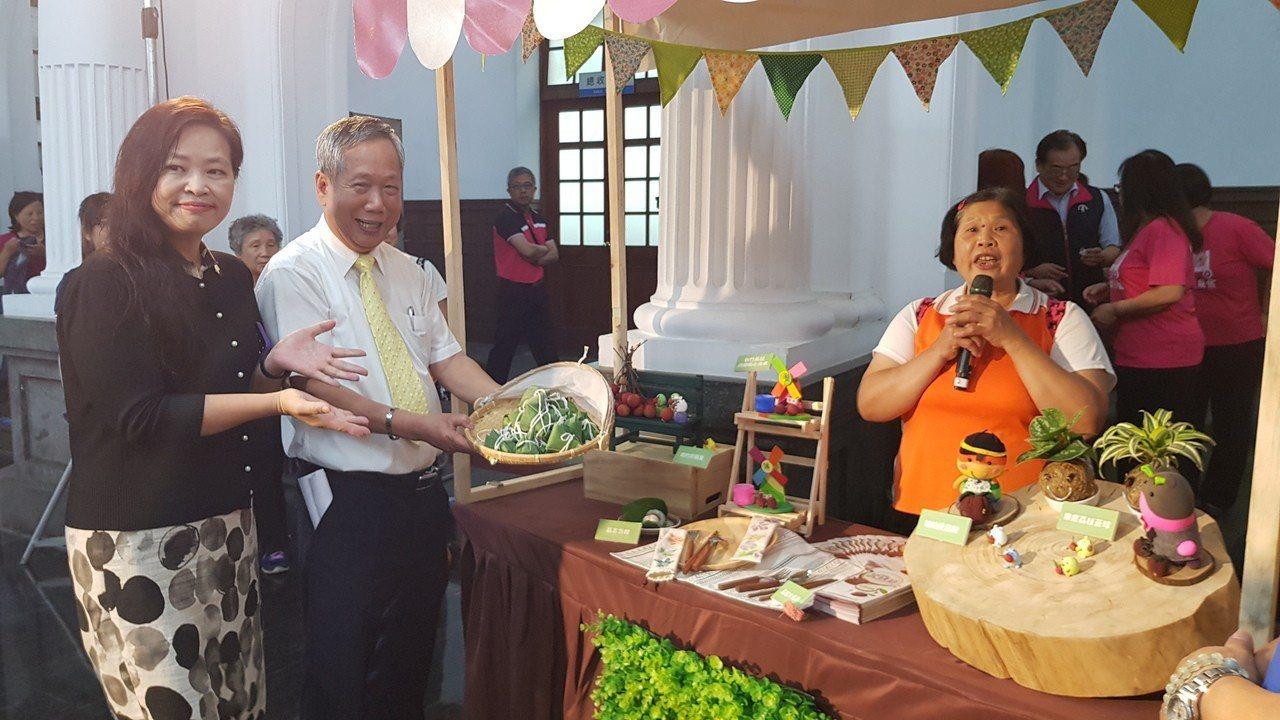 新竹市荔枝節活動還安排6種以荔枝為主題的文創商品DIY活動。記者黃瑞典/攝影