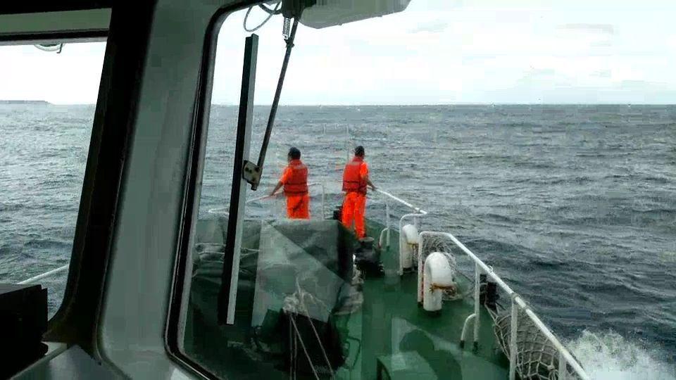 澎湖海巡隊出海搜尋失蹤的潛水客。記者林保光/翻攝