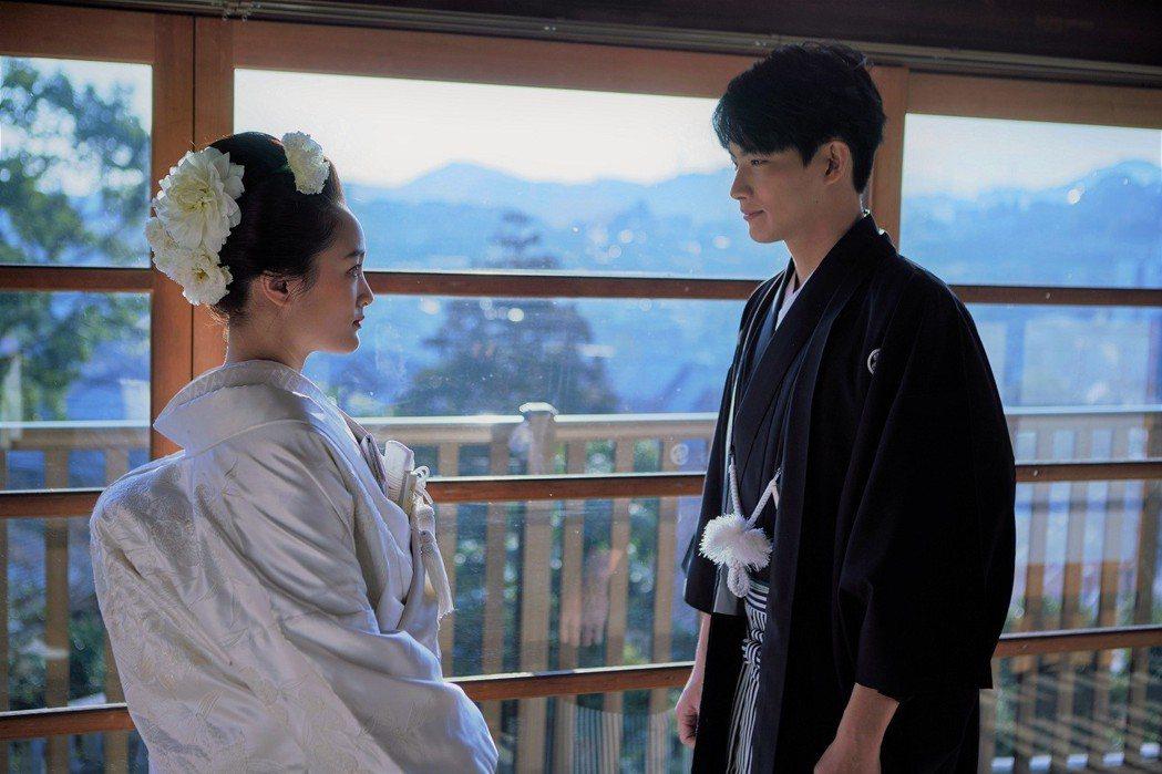 張庭瑚、王淨拍攝日式婚禮,緊張到不行。圖/東森提供