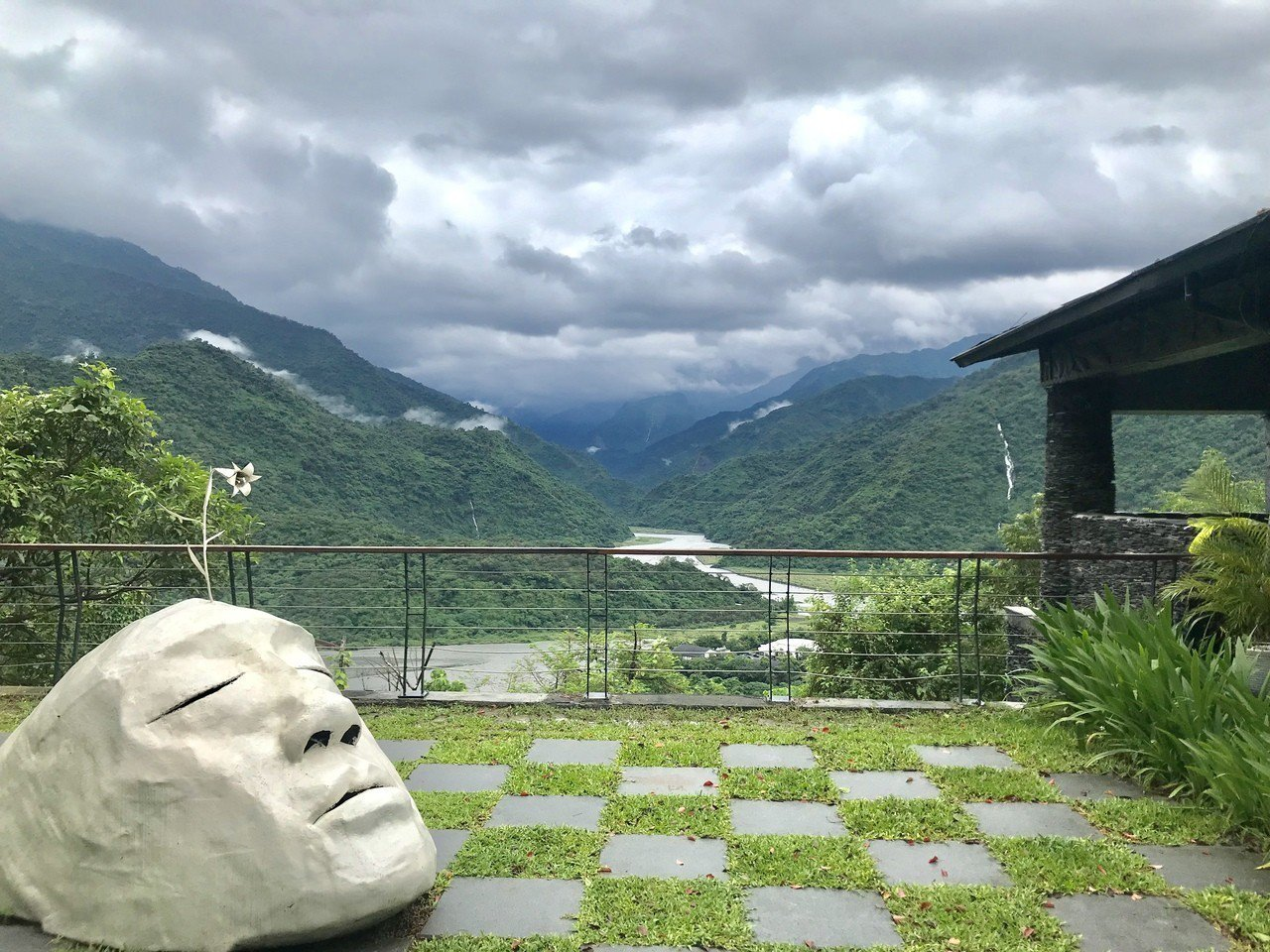 「三地門的siyu-bai市集」為在景觀優美又富有原住民文化的台24線上。記者江...