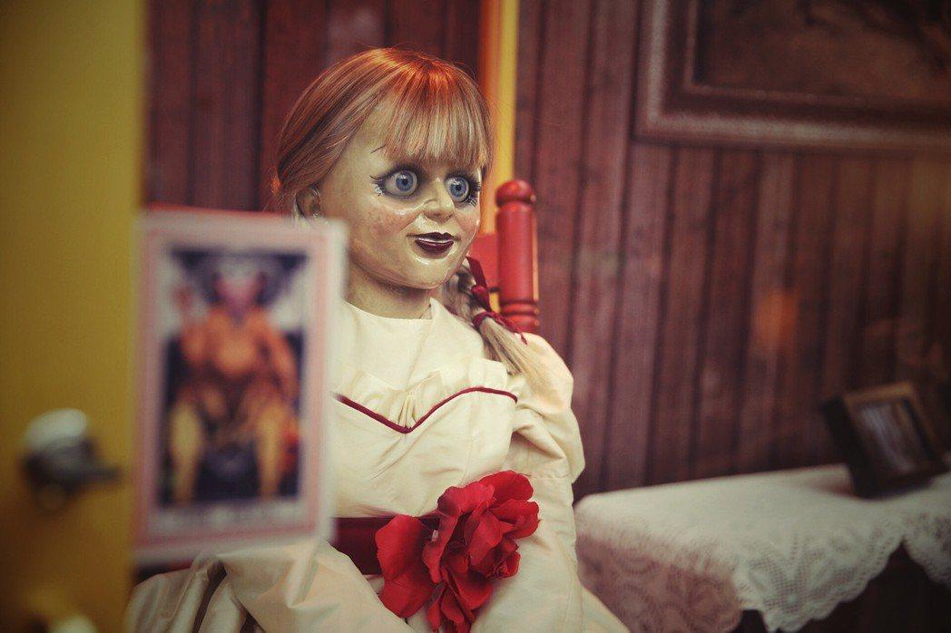 「安娜貝爾回家囉」的靈異博物館,即日起已在西門町電影公園進行展示。圖/華納兄弟提
