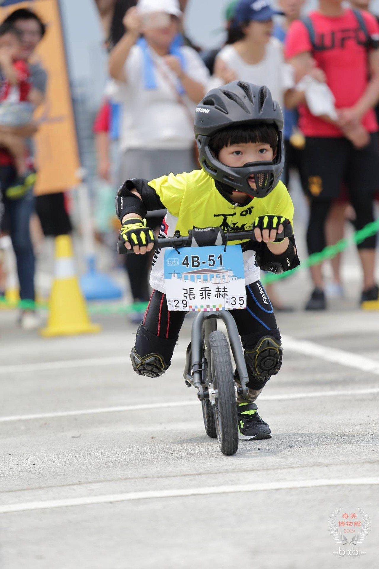 國際滑步車大賽 200位Q版賽車手海科館拚高下