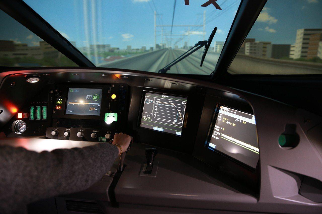 磁浮鐵道館有模擬駕駛新幹線的體驗活動。圖/Stella小美人提供