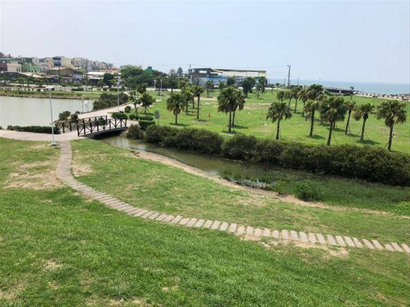 高雄林園海洋濕地公園是全台少數可看得見水母的潟湖,民眾反應綠蔭太少,市府養工處說...