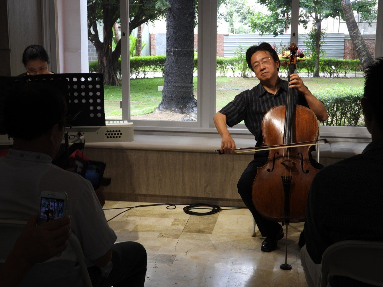 建商邀請音樂家在台南歷史名人林耿清故居演奏。記者周宗禎/攝影