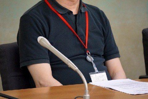 未透露姓名的日本羅森便利商店店長,14日在厚勞省記者會陳述經營超商的血汗經驗。(取自livedoor)
