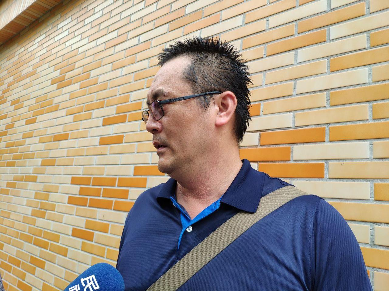 劉三榮的警校同學楊震懋感慨老同學沒躲過劫難。記者謝進盛/攝影
