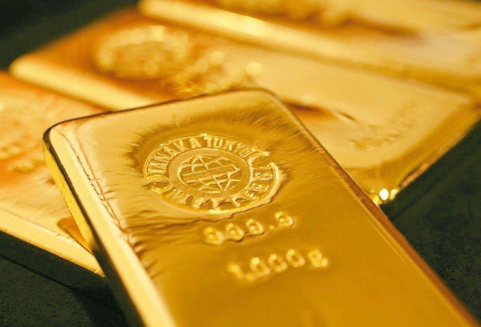紐約黃金8月期貨漲1.4%至每英兩1,362.2美元,是去年4月來首次站上1,3...