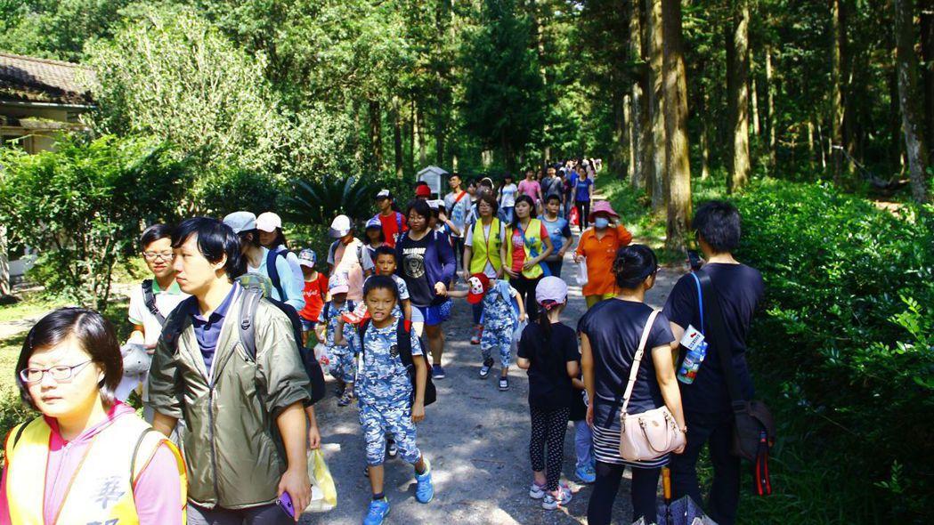華邦鼓勵員工走出戶外,家庭日地點需有健走,步行的空間。 圖/華邦電子提供