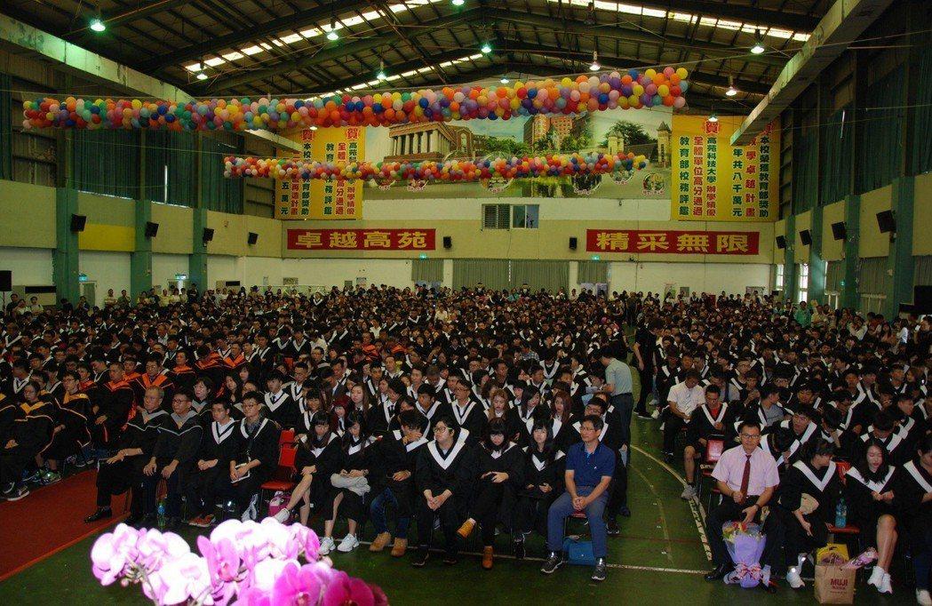 高苑科大今年共有1685名畢業生。 楊鎮州/攝影