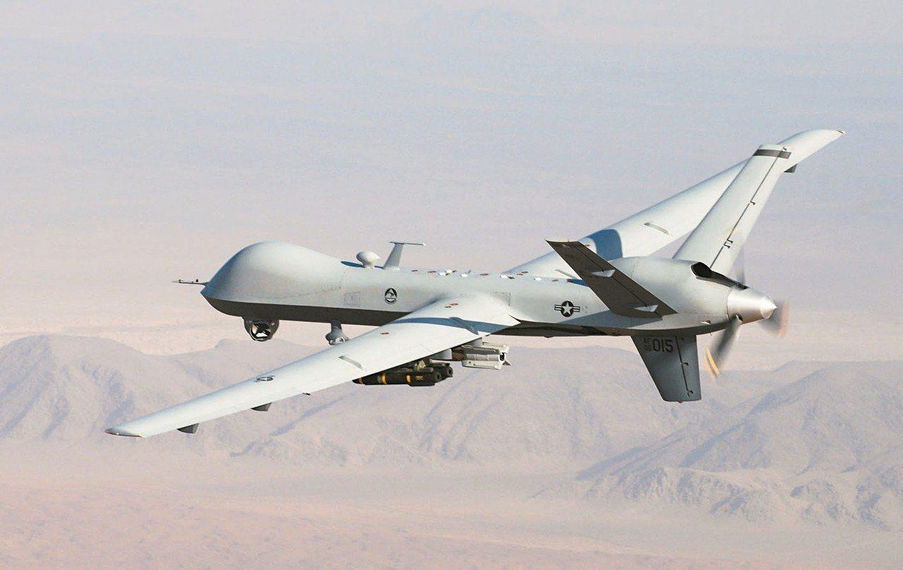 美官員透露,在兩艘油輪遭襲前,伊朗軍方曾射飛彈試圖擊落油輪上方的美軍MQ-9「死...
