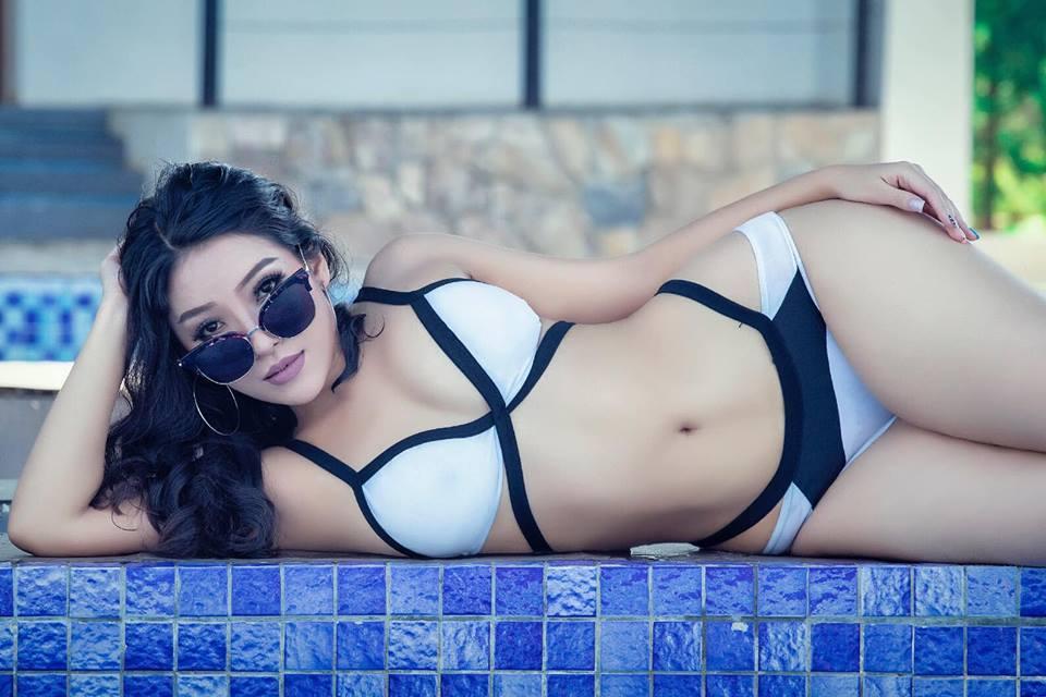 緬甸女醫模特兒南枚珊因為常將性感照放上網,導致醫師執照被吊銷。 圖擷自Nang ...