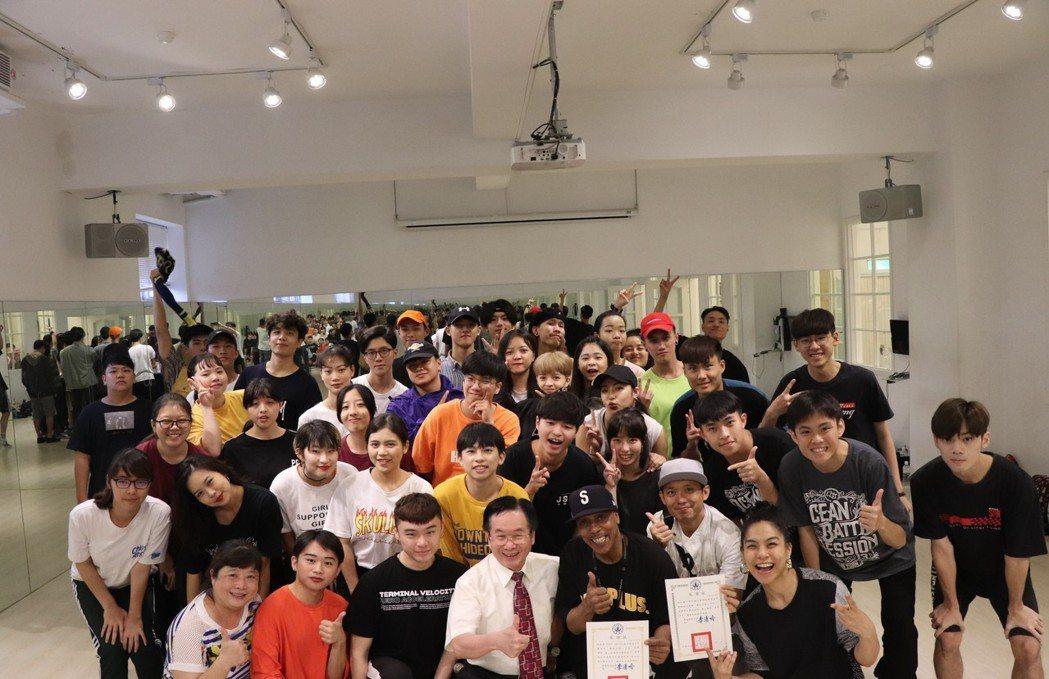 世界級傳奇大師Tony Go Go在東南表演藝術系開課。 東南科大/提供