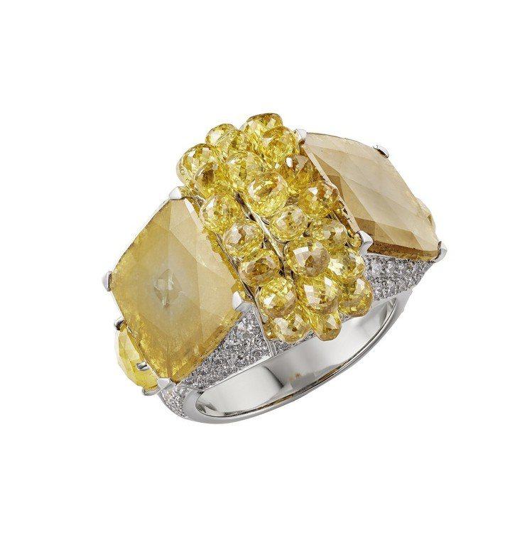 卡地亞MAGNITUDE頂級珠寶系列YUMA戒指,鉑金鑲嵌兩顆豔彩棕黃色枕形鑽石...