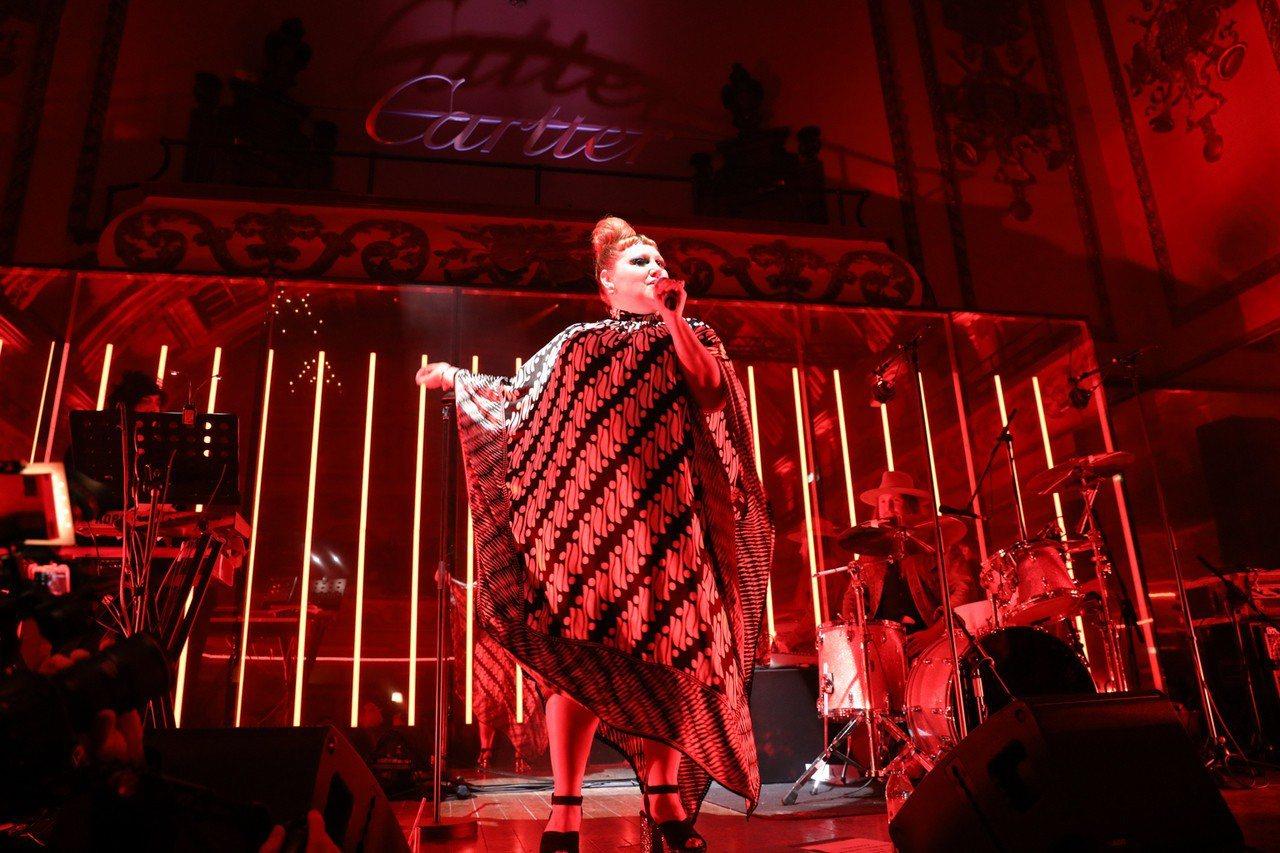 美國當紅搖滾樂團The Gossip女主唱 Beth Ditto現身卡地亞倫敦頂...