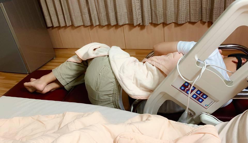 利菁老公全程在病床邊陪伴。圖/利菁臉書