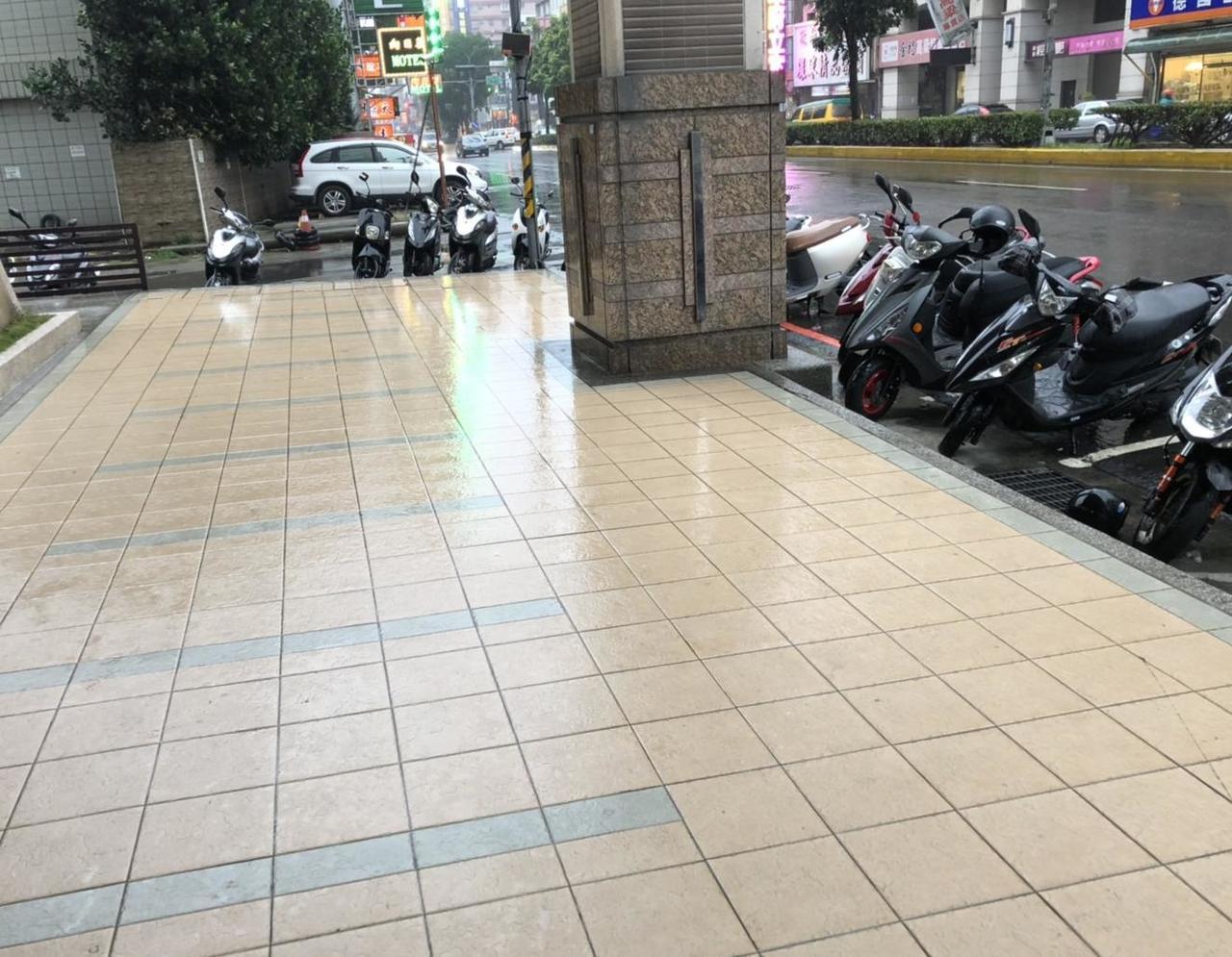萬女居住的社區大樓位於新竹鬧區。記者王駿杰/攝影