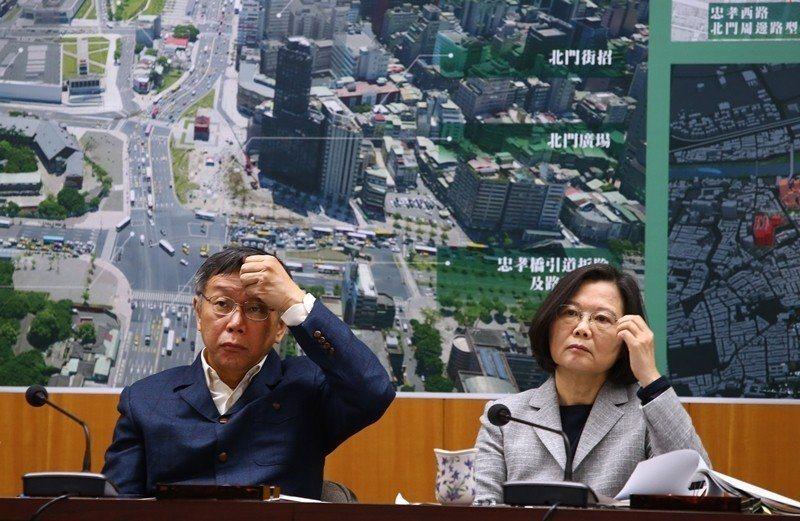 蔡英文總統(右)與台北市長柯文哲(左)是否成為2020年大選對手,備受矚目。圖/本報系資料照片