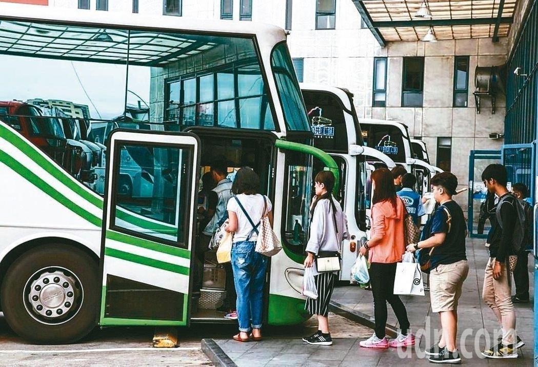 公路總局這次砸781萬推出「大客車駕駛擴大徵才就業安薪方案」。本報資料照片