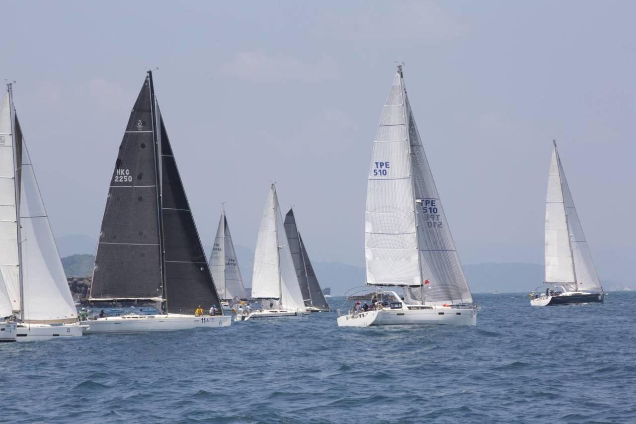 2019基隆國際帆船賽暨台琉國際帆船賽,今天在碧砂漁港遊艇碼頭舉行基隆嶼繞島賽開...
