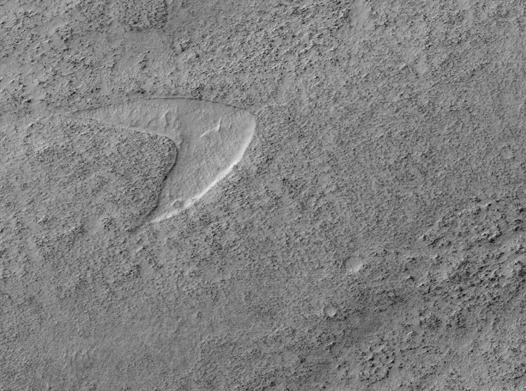 美國NASA火星探測軌道飛行器(MRO)12日在官方推特發布一張照片,一個巨大的...