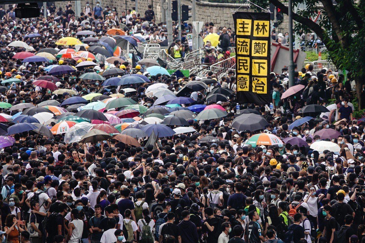 香港反逃犯條例,爆發民眾上街抗爭,港民要求香港特首林鄭月娥下台。
