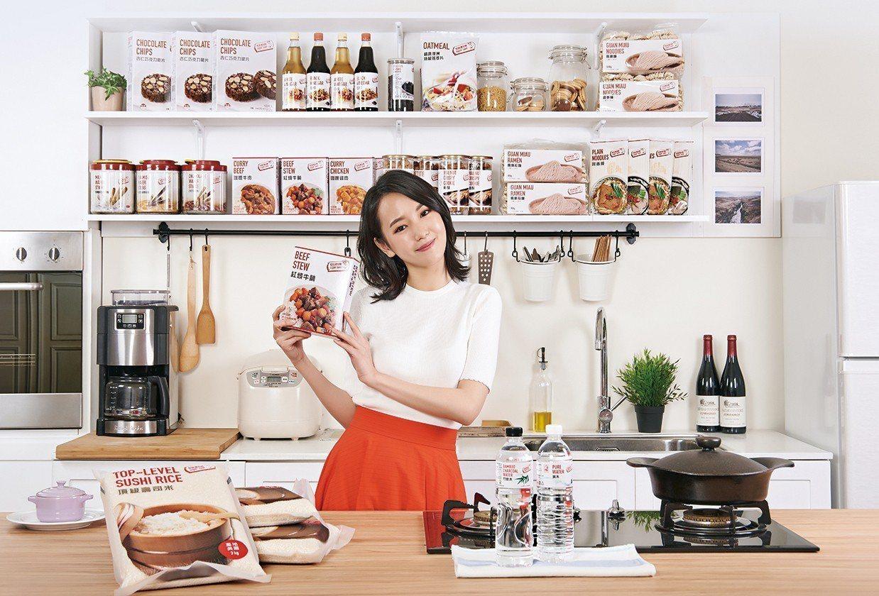 愛買自有品牌推出超過360項商品。 圖/愛買提供
