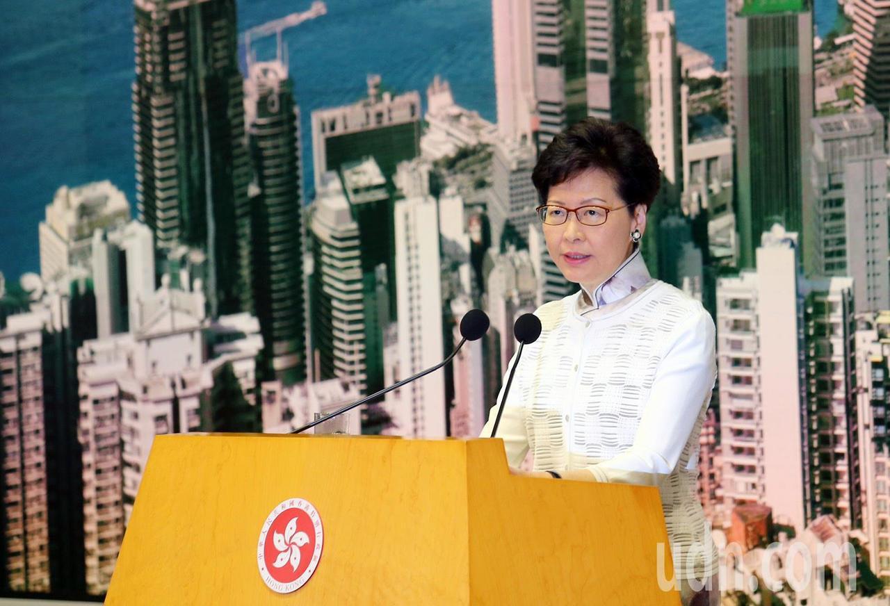 香港特區政府行政長官林鄭月娥下午於政府總部舉行記者會,宣布暫緩「逃犯條例」修訂。...