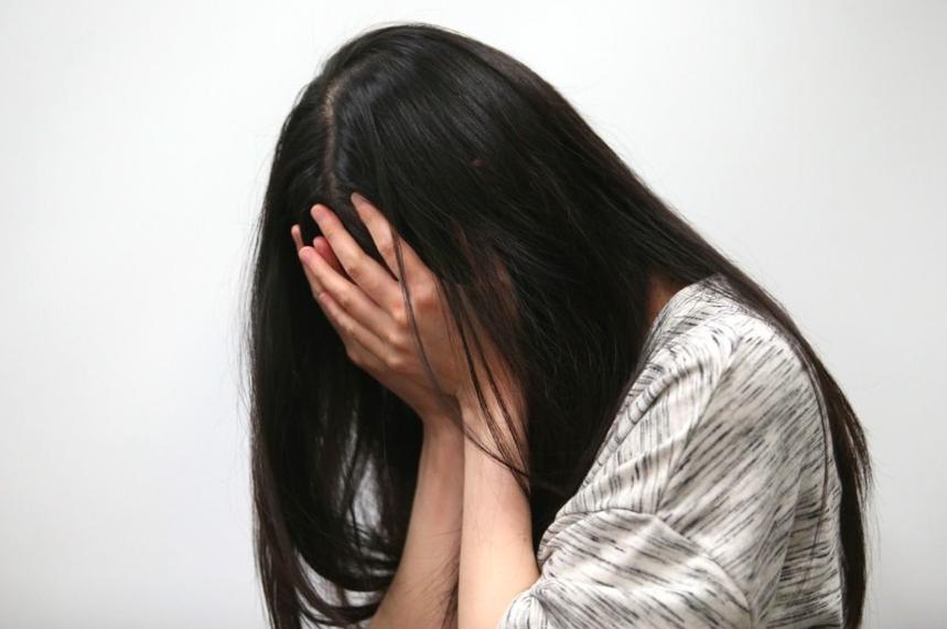 女子疑遭男友下藥性侵。示意圖/本報資料照片